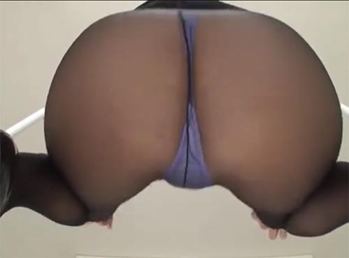 黒パンスト着衣でjyukujyoomankoにねじ込み腰を振る30代の女性の陰部投稿動画