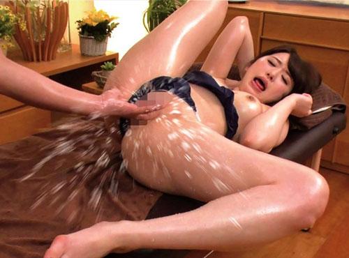 卑猥な20代の女性のおまんを媚薬マッサージで悶絶するむりよう女性動画